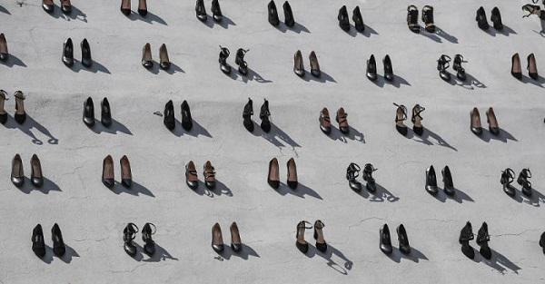 Đài tưởng niệm 440 đôi giày cao gót - lời cảnh tỉnh cho nạn bạo lực gia đình 1