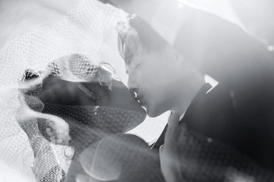Sau 10 năm, cảm xúc của họ vẫn ngọt ngào mê say như hồi mới yêu.