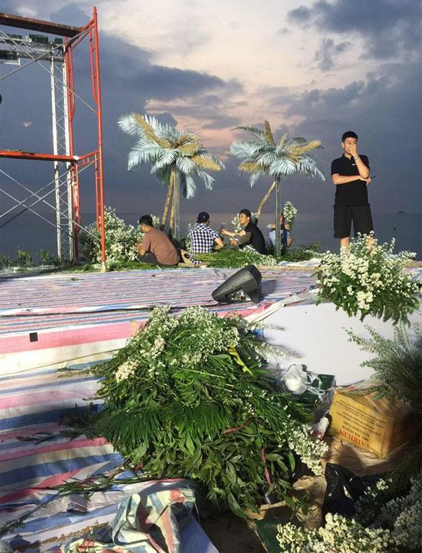 Lộ ảnh hiếm hoi về quang cảnh hôn lễ trên bãi biển của Ông Cao Thắng - Đông Nhi tại Phú Quốc 4