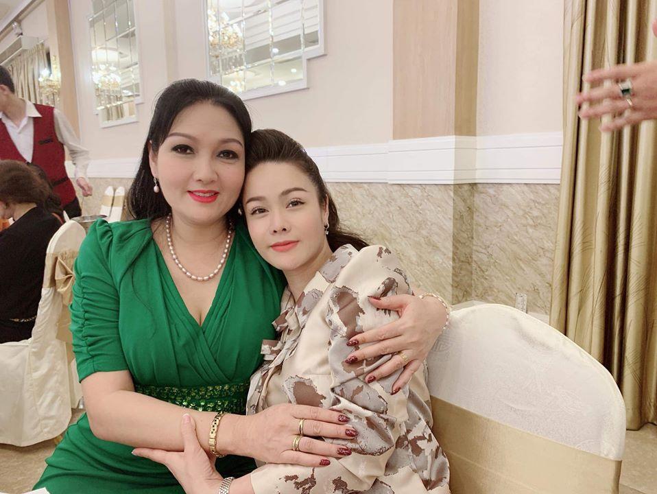 Chị gái Nhật Kim Anh tố em rể đánh vợ khi cô đang có bầu.
