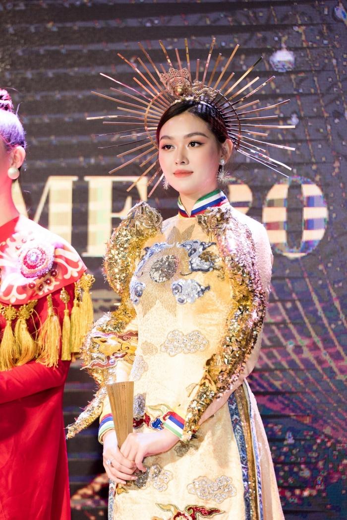 Lương Thuỳ Linh, Tường San cùng dàn mỹ nhân Việt 'kết' năm bằng màn trình diễn quốc phục ấn tượng 4