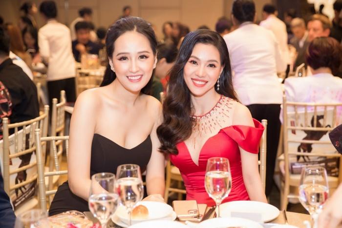 Lương Thuỳ Linh, Tường San cùng dàn mỹ nhân Việt 'kết' năm bằng màn trình diễn quốc phục ấn tượng 9