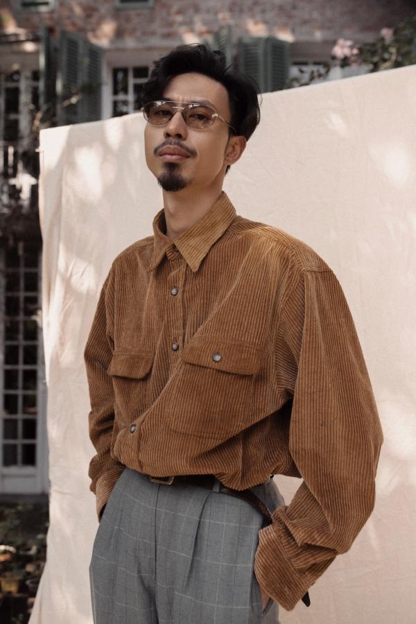 Đen Vâu tên thật là Nguyễn Đức Cường, sinh năm 1989 tại Quảng Ninh.Đen Vâu là một trong số ít nghệ sĩ thành công từ làn sóng underground và âm nhạc indie - underground của Việt Nam