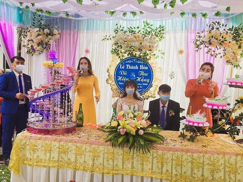 Đám cưới mùa dịch corona là đây...