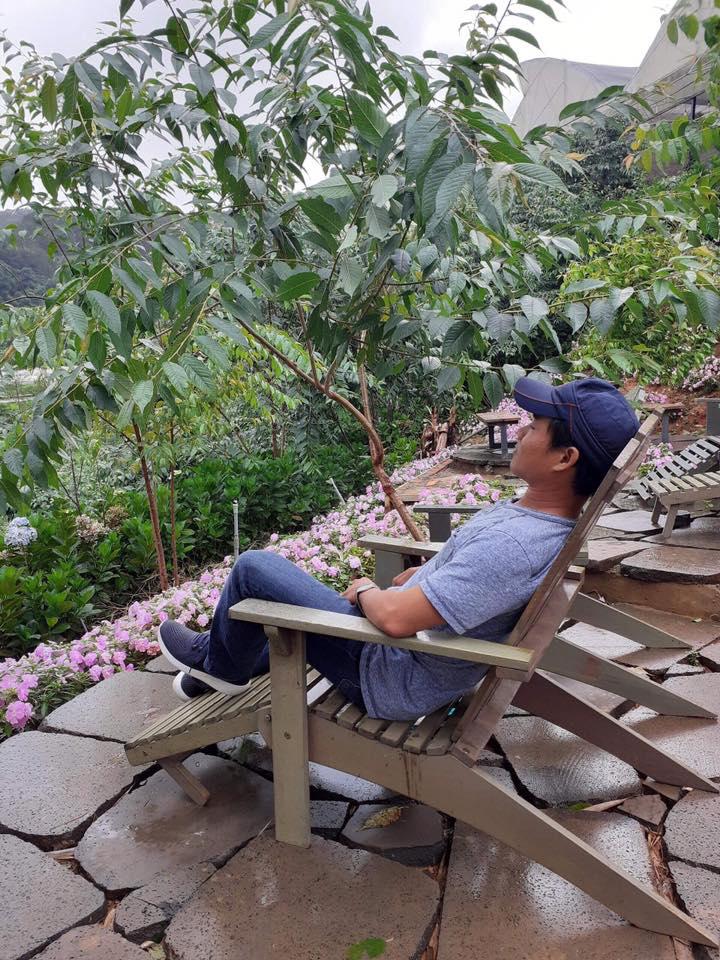 Anh Hoàng Nguyễn hiện là HLV Yoga