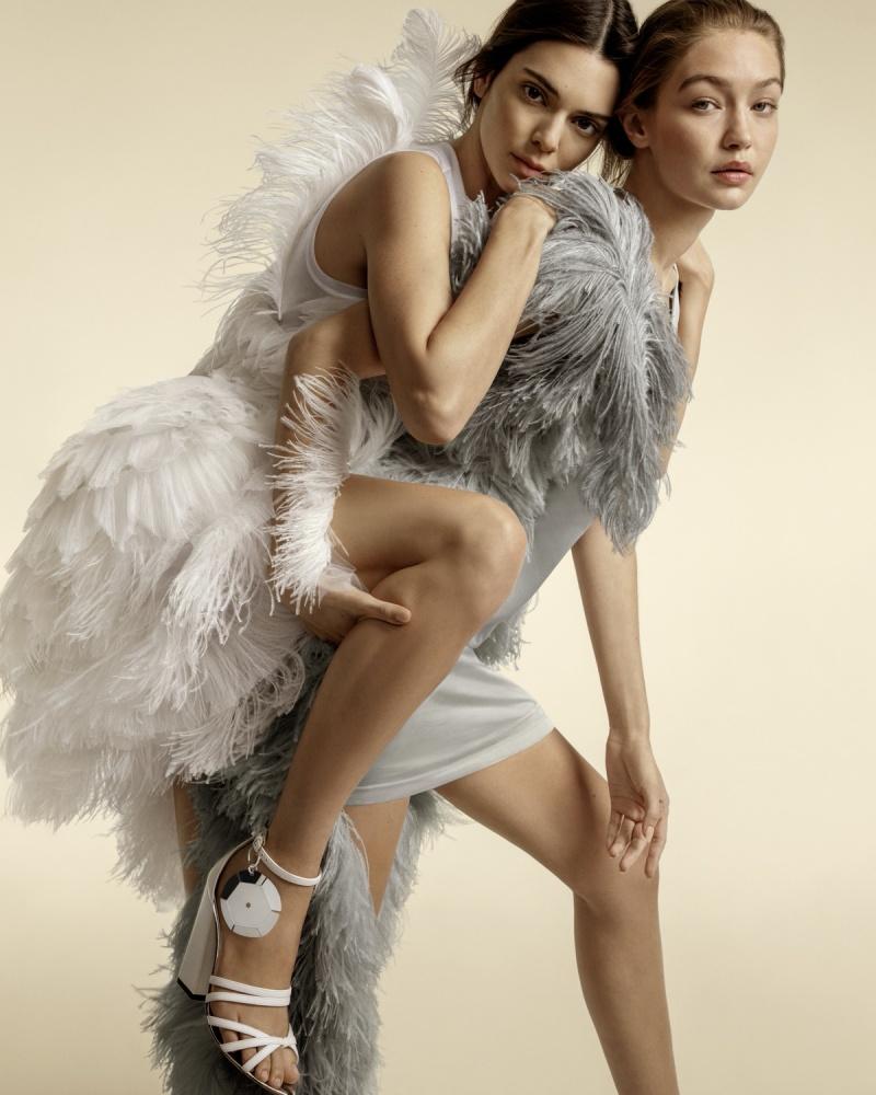 Gigi và Bella Hadid tái ngộ Kendall Jenner trong chiến dịch Xuân Hè 2020 của Burberry 6