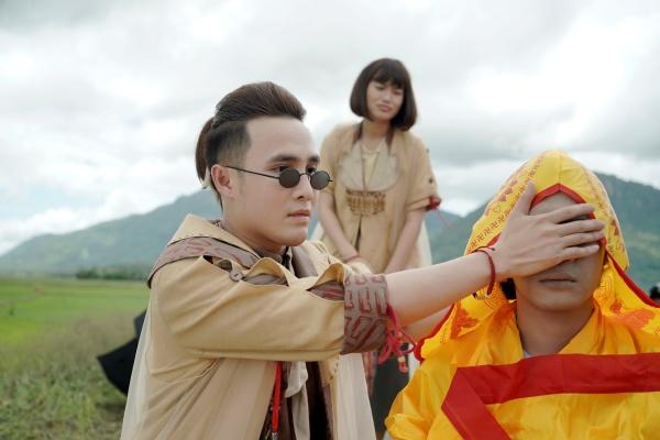 Giữa mùa dịch, Huỳnh Lập tung 'Pháp sư mù' lên nền tảng online, nối dài hành trình tiếp cận khán giả 3