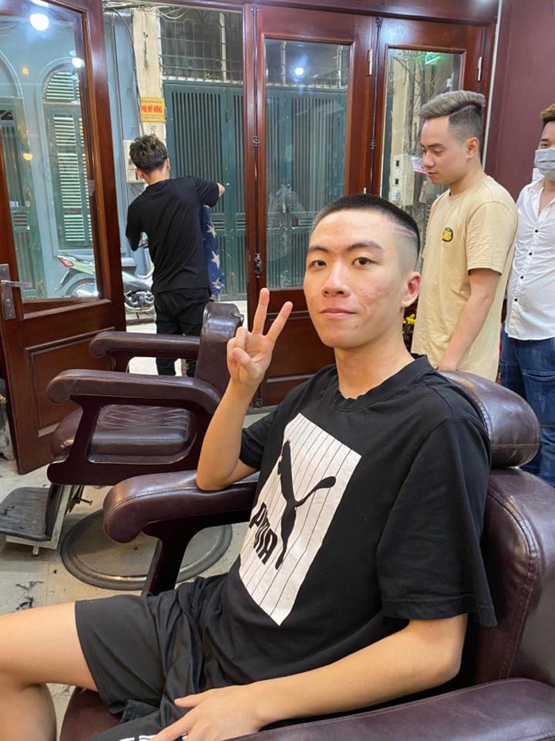 Việt Nam nói là làm, Xuân Bách đã giữ đúng lời hứa cạo đầu với fan