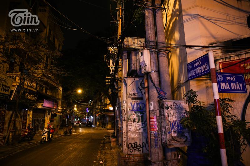 Hàng loạt những địa điểm Phố Tạ Hiện, Lương Ngọc Quyến, Hàng Bạc, Hàng Bồ, Đào Duy Từ lần lượt tắt đèn đóng cửa.