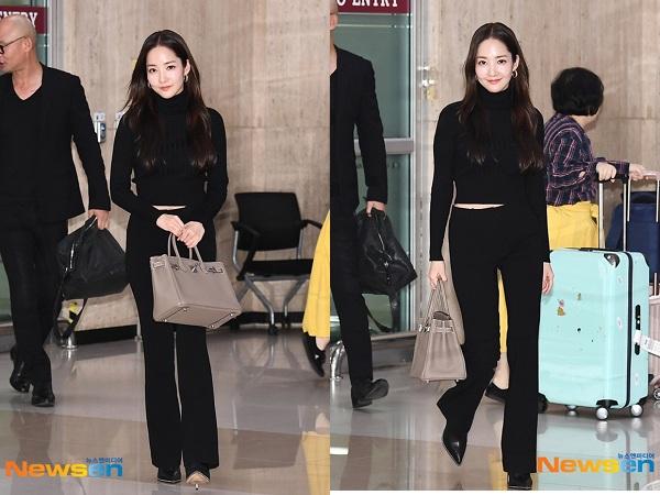 Nữ diễn viên Park Min Young từng gây náo loạn sân bay khi xuất hiện với bộ trang phục đen đơn giản nhưng cực kỳ sang chảnh. Outfits sân bay đã khéo khoe vòng eo thon gọn cùng vóc dáng nuột nà đầy ngưỡng mộ của 'thư ký Kim' và giúp cô nàng 'hack' chiều cao siêu đỉnh.