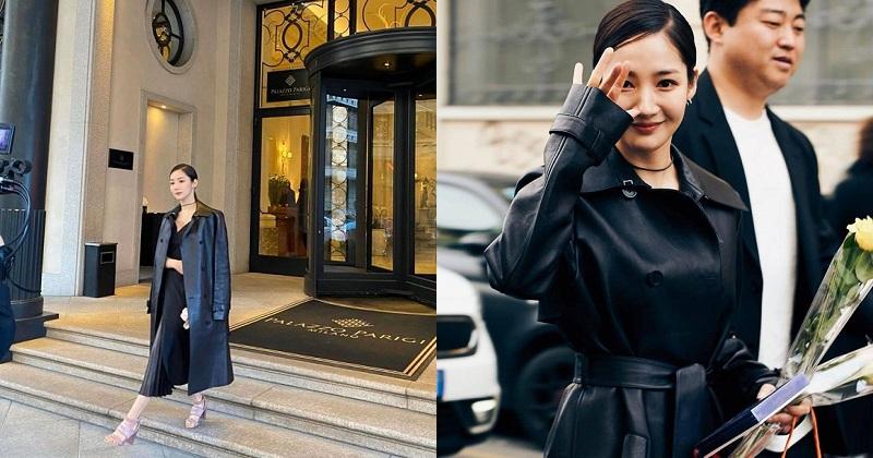 Xuất hiện tại Tuần lễ thời trang Milan, nữ diễn viên họ Park thu hút mọi ánh nhìn với vẻ đẹp nữ thần cùng phong thái cuốn hút. Bên cạnh đó, mỗi khung hình của cô cũng trở nên nổi bật hơn nhờ chiếc áo mangto da đen vô cùng sang chảnh, kiêu sa được khoác bên ngoài.