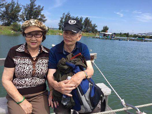 Bố mẹ Hoài Linh sống ở Mỹ, đã ngoài 80 nhưng vẫn rất khoẻ mạnh, minh mẫn.