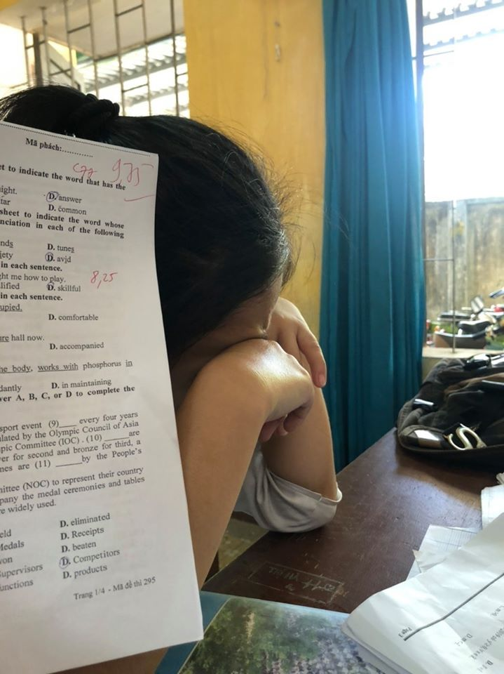 9.75 điểm môn tiếng Anh, nữ sinh vẫn khóc nức nở, và lý do là từ lỗi này ?