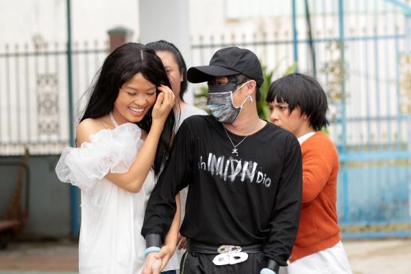 Huỳnh Lập tung MV parody 'Em không sai, chứ ai sai?' phiên bản... 'thiếu kinh phí' 1